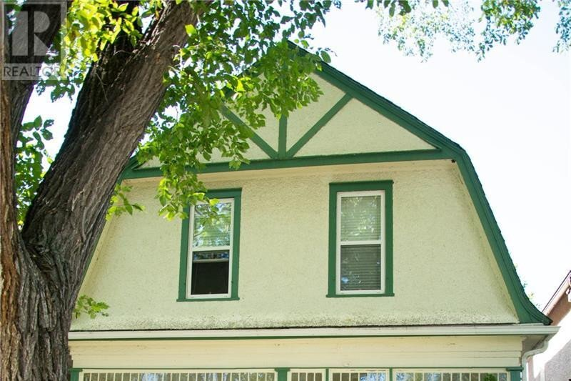 House for sale at 2024 Robinson St Regina Saskatchewan - MLS: SK827963