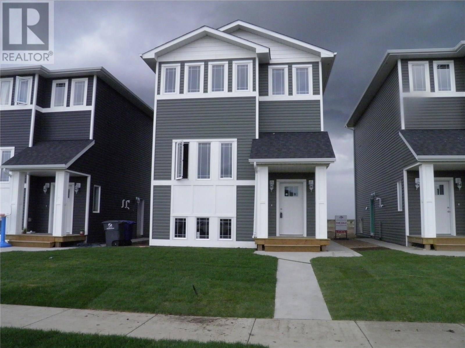 House for sale at 2026 Kensington Rd Saskatoon Saskatchewan - MLS: SK777395