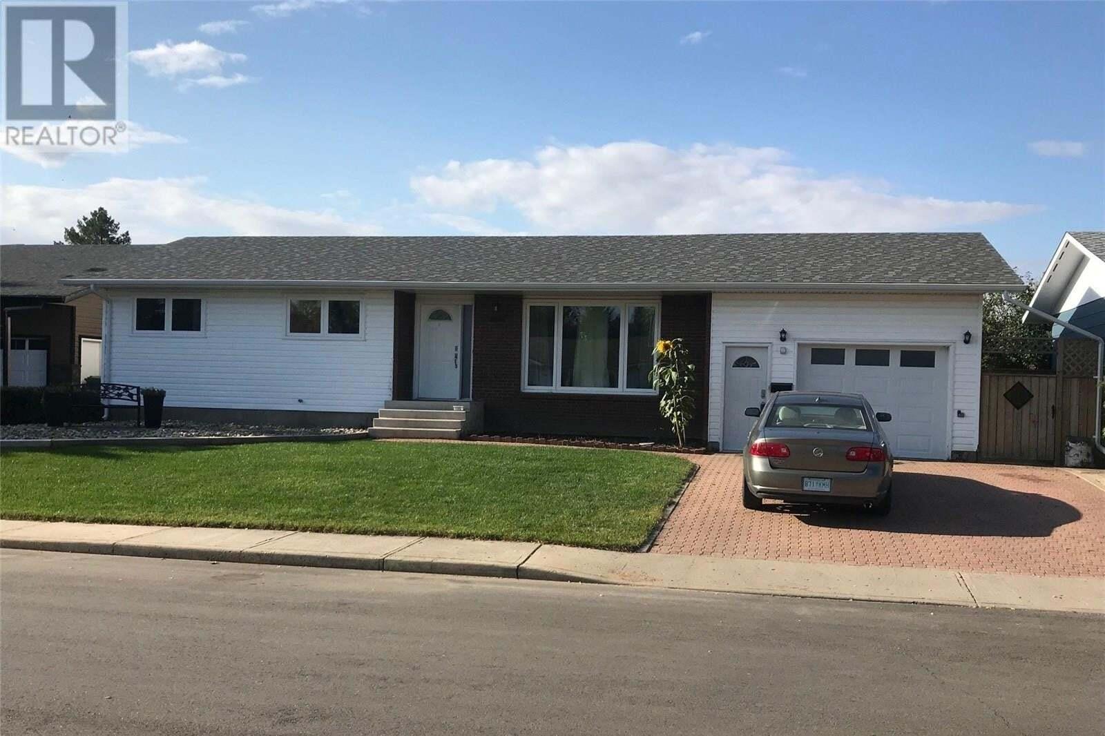 House for sale at 2028 Foley Dr North Battleford Saskatchewan - MLS: SK827738