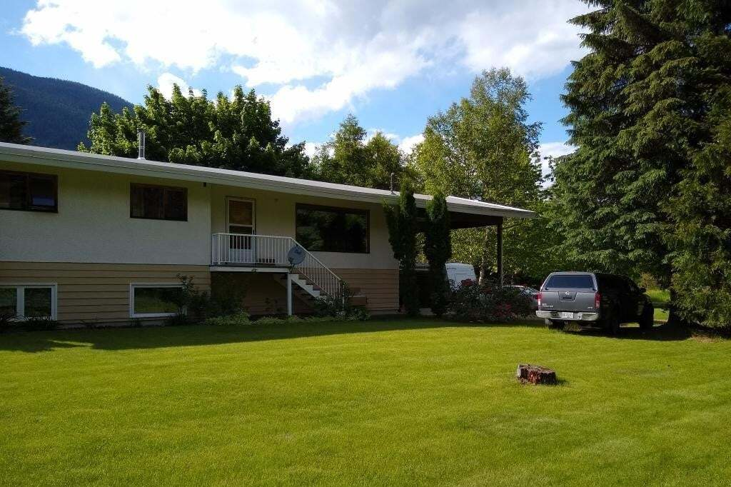 House for sale at 2029 Glade Road  Castlegar British Columbia - MLS: 2452286