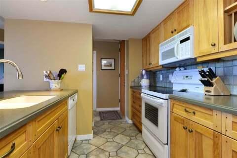 Condo for sale at 15015 Victoria Ave Unit 203 White Rock British Columbia - MLS: R2485239