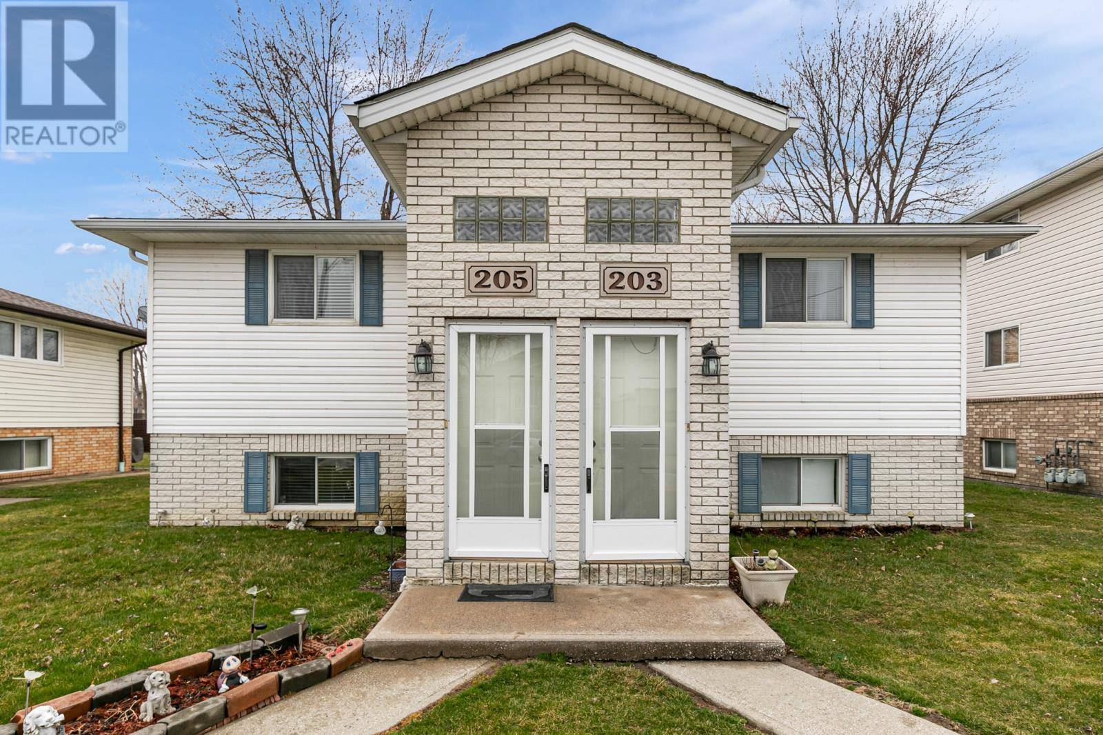 Townhouse for sale at 203 Willowwood  Lakeshore Ontario - MLS: 20003646