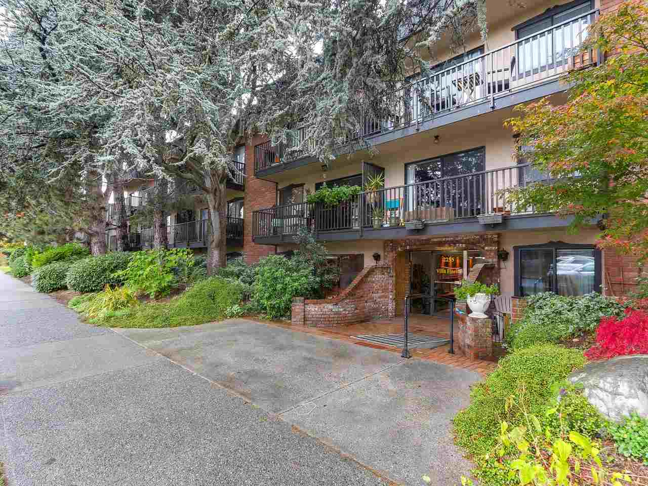 Sold: 203 - 2255 West 5th Avenue, Vancouver, BC