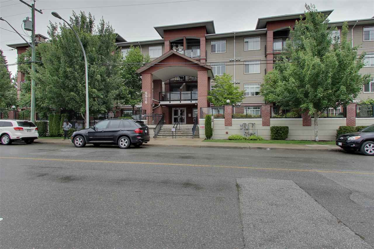 Buliding: 5516 198 Street, Langley, BC