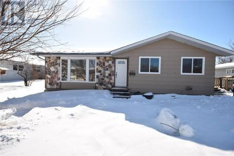 House for sale at 203 5th St S Wakaw Saskatchewan - MLS: SK803443