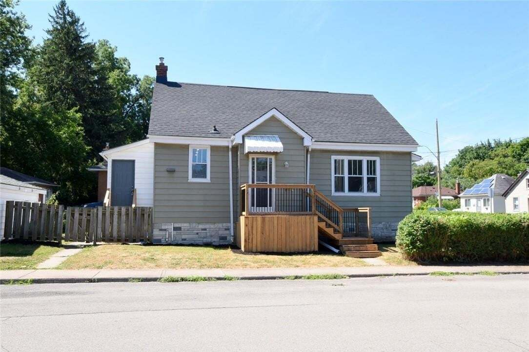 House for sale at 203 Broadway Ave Hamilton Ontario - MLS: H4084334