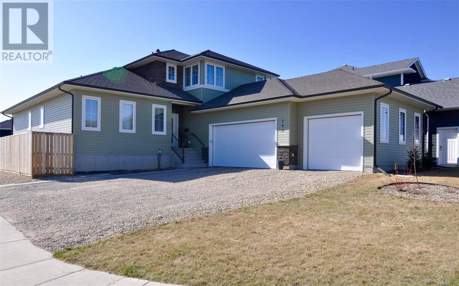 House for sale at 203 Mahabir Ct Saskatoon Saskatchewan - MLS: SK759820