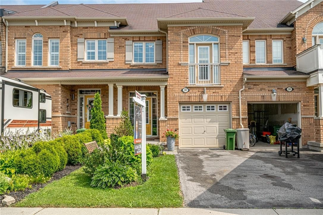 Townhouse for sale at 203 Nisbet Blvd Waterdown Ontario - MLS: H4083000