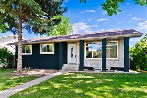 House for sale at 203 Pinemill Rd Northeast Calgary Alberta - MLS: C4254660