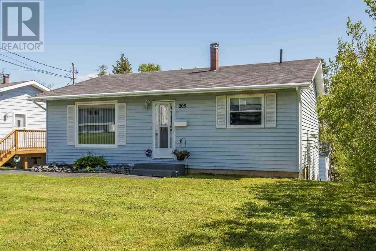 House for sale at 203 Poplar Dr Dartmouth Nova Scotia - MLS: 202009535