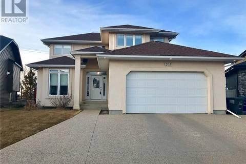House for sale at 203 Zimmer Cres Saskatoon Saskatchewan - MLS: SK756549