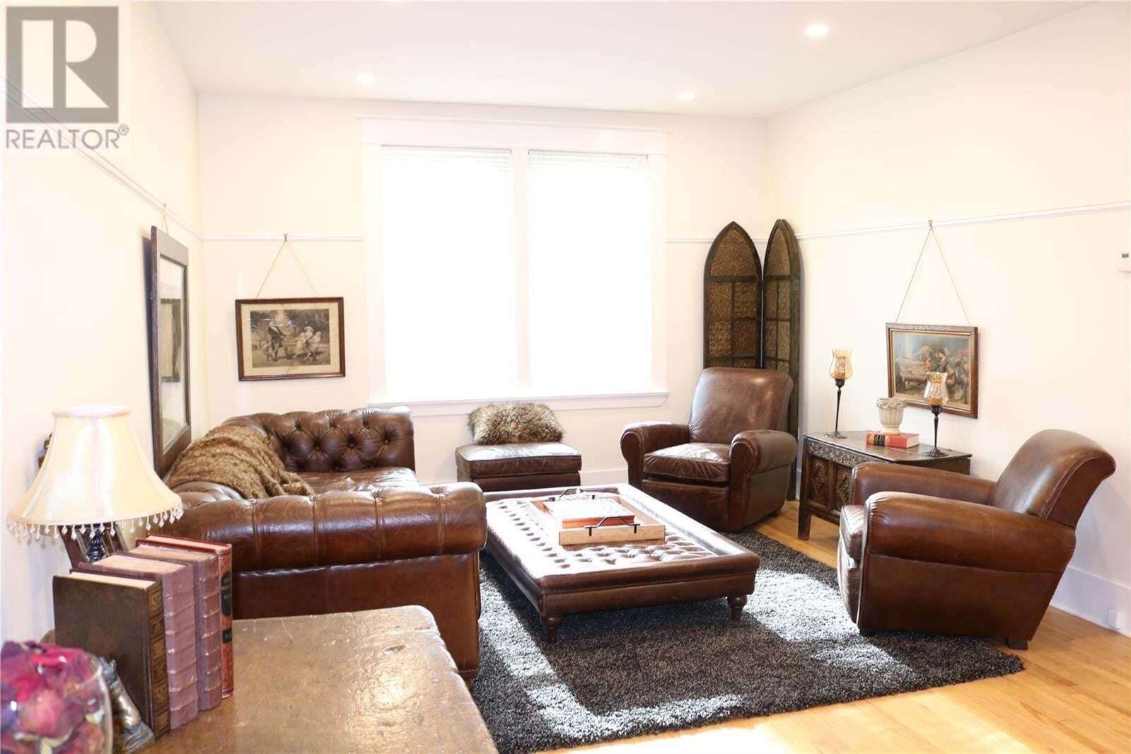 House for sale at 2035 Elphinstone St Regina Saskatchewan - MLS: SK809443
