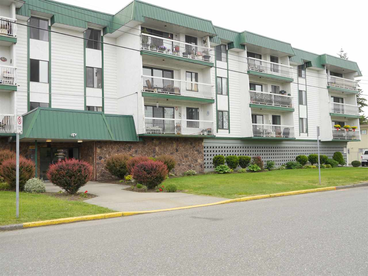 For Sale: 204 - 46374 Margaret Avenue, Chilliwack, BC | 1 Bed, 1 Bath Condo for $150,000. See 10 photos!