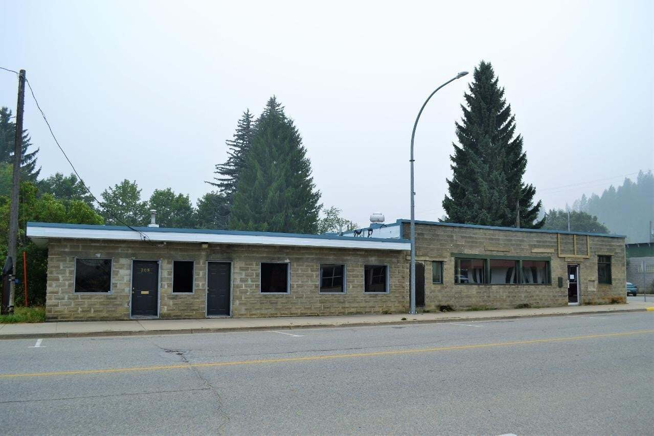 Commercial property for sale at 204 Fourth St Village Of Salmo British Columbia - MLS: 2454535