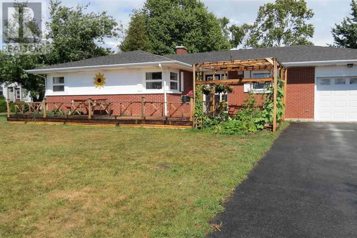 House for sale at 204 Spring Park Rd Charlottetown Prince Edward Island - MLS: 202012012