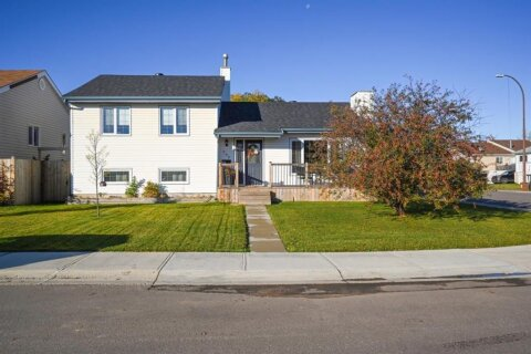 House for sale at 205 Parmenter Crescent  Fort Mcmurray Alberta - MLS: A1042181