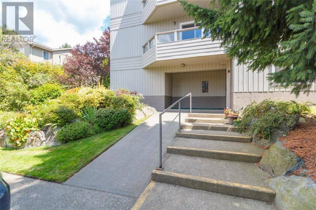 Condo for sale at 949 Cloverdale Ave Unit 205 Victoria British Columbia - MLS: 413773