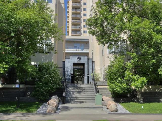 Buliding: 9828 112 Street, Edmonton, AB
