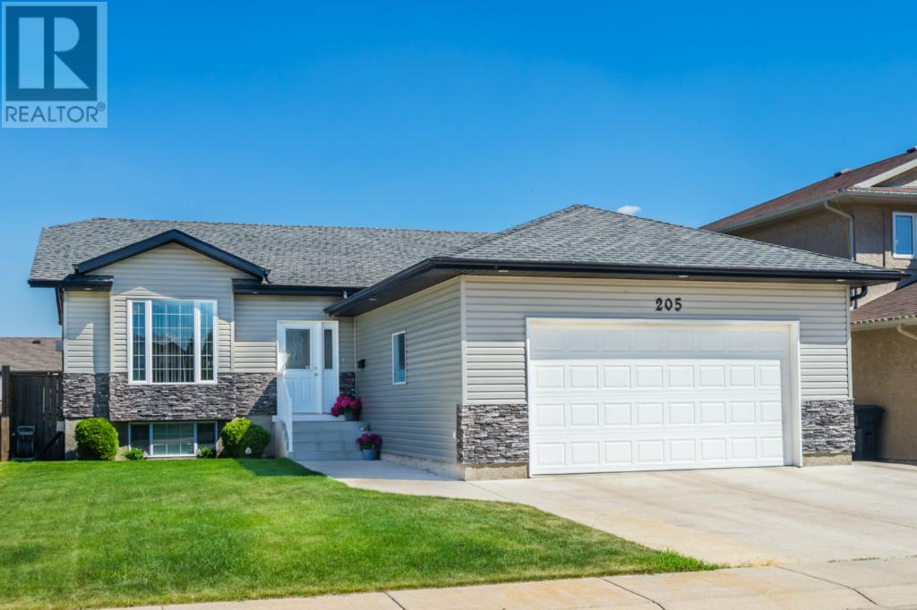 For Sale: 205 Brookside Court, Warman,  | 4 Bed, 3 Bath House for $389,900. See 41 photos!