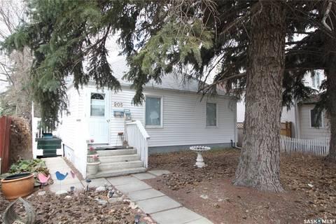 House for sale at 205 Elm St Saskatoon Saskatchewan - MLS: SK801279