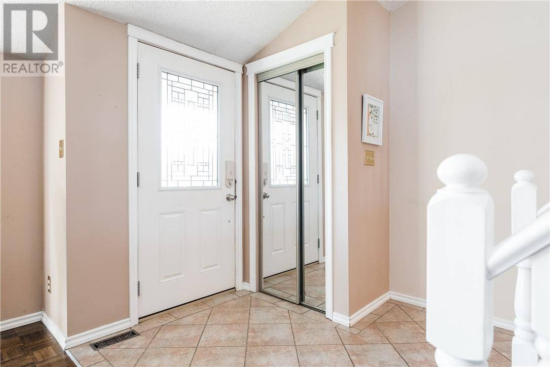 205 Farrell Crescent, Fort Mcmurray | Image 2
