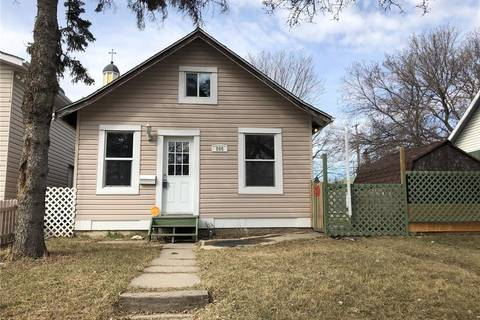 House for sale at 205 L Ave S Saskatoon Saskatchewan - MLS: SK801107