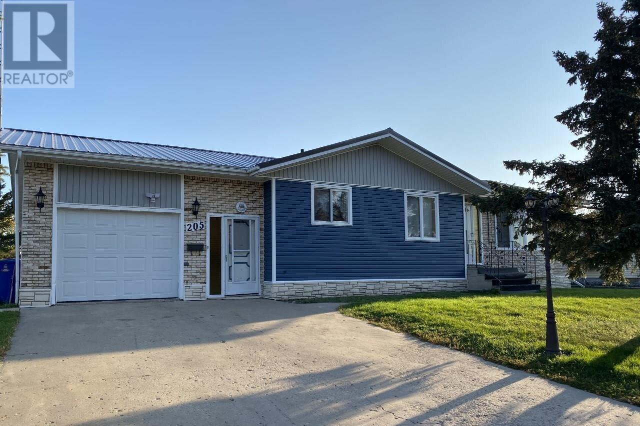 House for sale at 205 River Heights Dr Langenburg Saskatchewan - MLS: SK819789