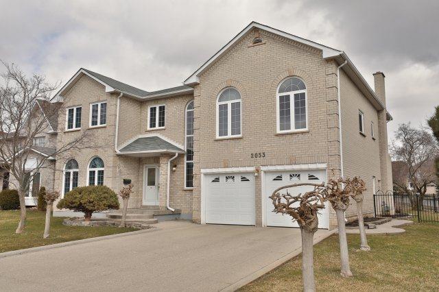 For Sale: 2053 Nipigon Drive, Oakville, ON | 4 Bed, 4 Bath House for $1,598,000. See 14 photos!