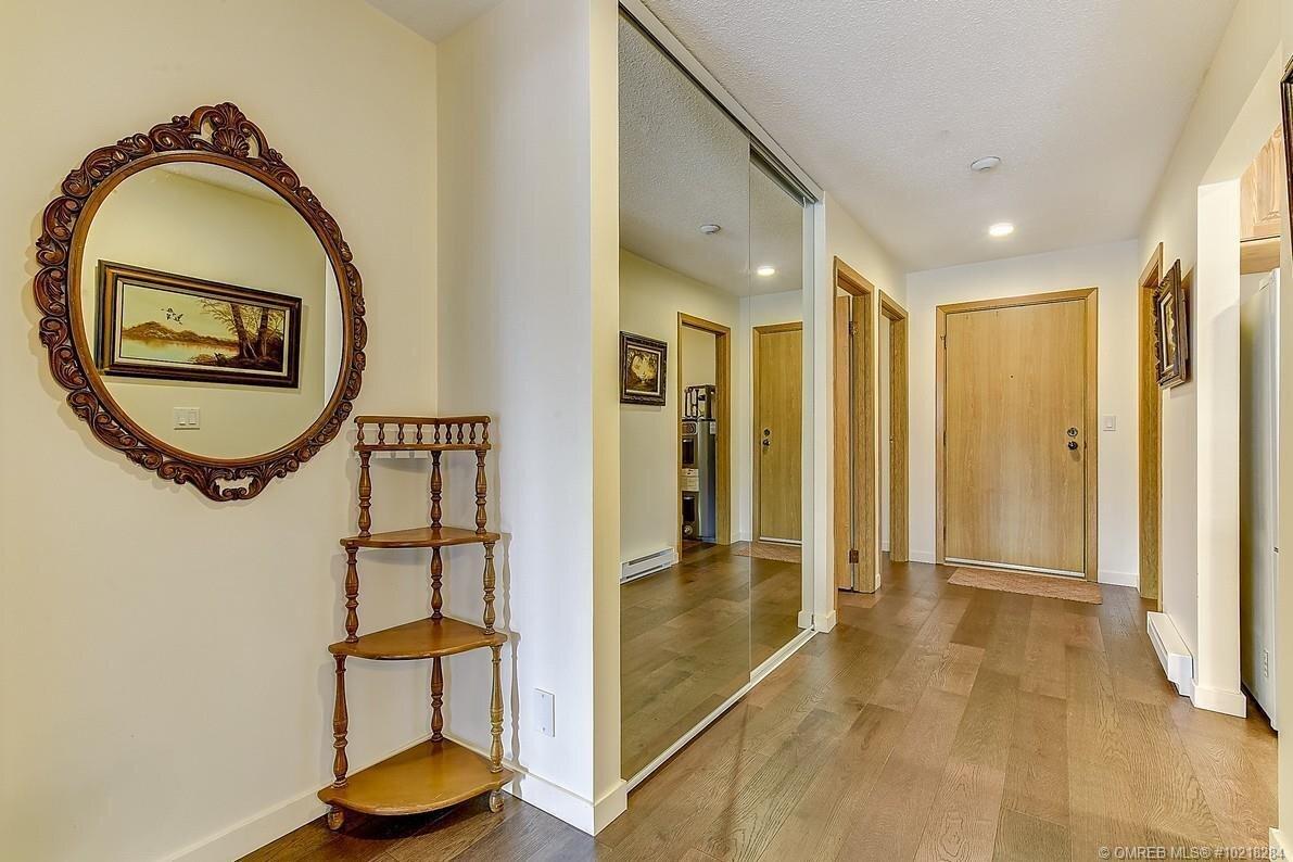 Condo for sale at 1075 Bernard Ave Unit 206 Kelowna British Columbia - MLS: 10218284