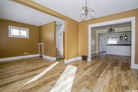 House for sale at 206 31st St W Saskatoon Saskatchewan - MLS: SK803307