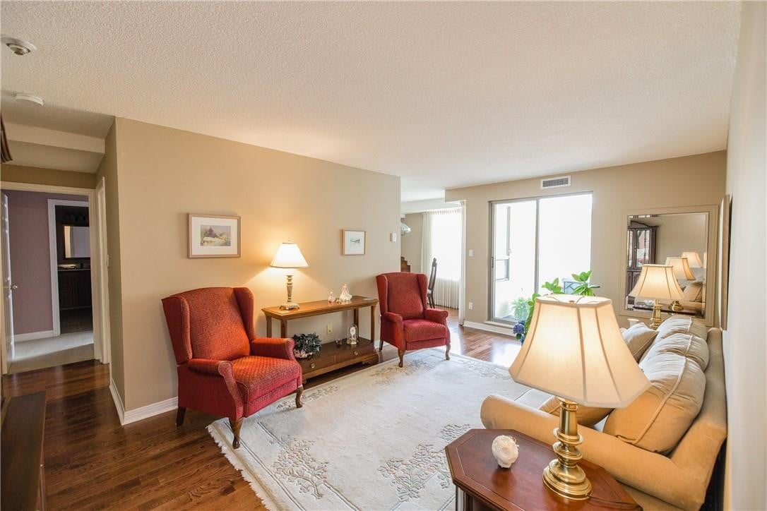 Condo for sale at 6 Village Green Dr Unit 206 Stoney Creek Ontario - MLS: H4078178