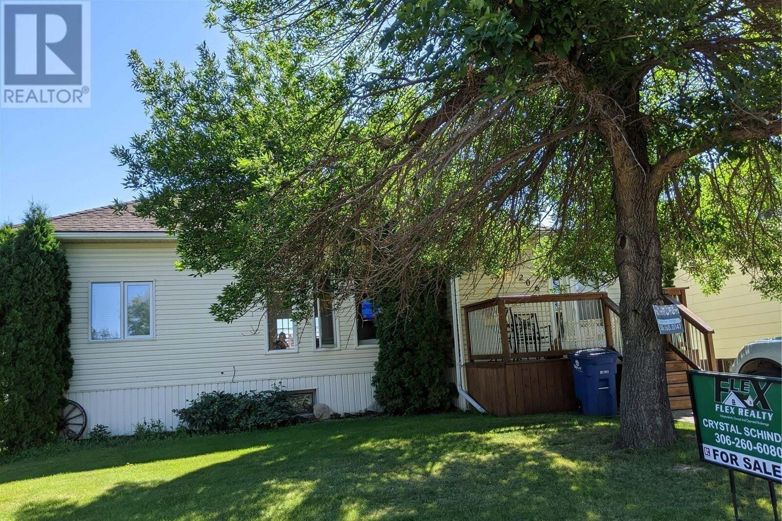 House for sale at 206 6th St E Wynyard Saskatchewan - MLS: SK819800