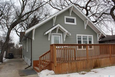 House for sale at 206 7th St Weyburn Saskatchewan - MLS: SK800000