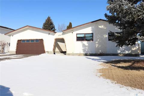 House for sale at 206 8th Ave E Watrous Saskatchewan - MLS: SK808113