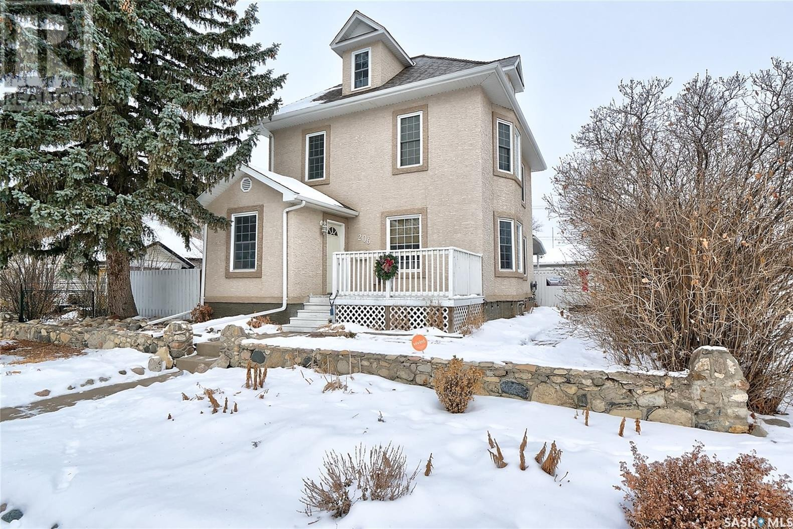 House for sale at 206 Hochelaga St W Moose Jaw Saskatchewan - MLS: SK826402