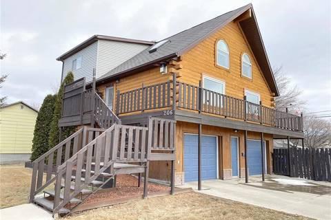 House for sale at 206 Lorraine St Weyburn Saskatchewan - MLS: SK800628