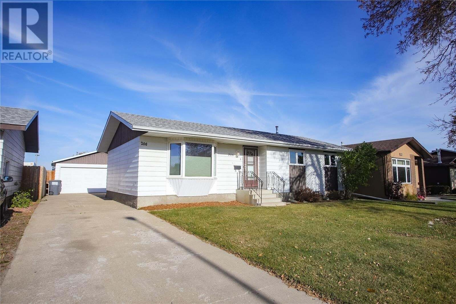 House for sale at 206 Postnikoff Cres Saskatoon Saskatchewan - MLS: SK830728