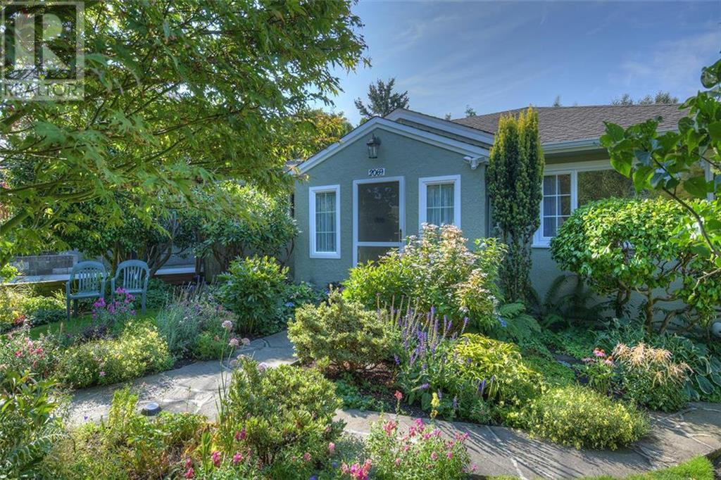 Removed: 2069 Kings Road, Victoria, BC - Removed on 2018-11-10 04:30:03