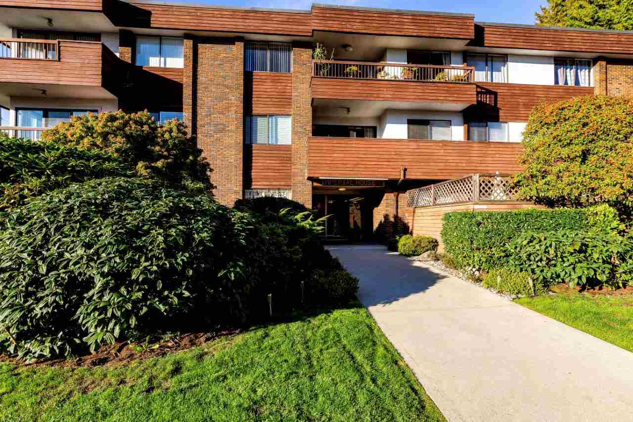 Buliding: 122 East 17th Street, North Vancouver, BC