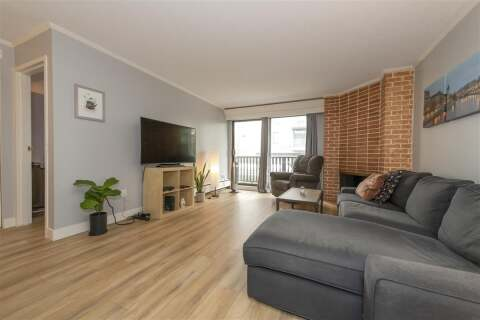 Condo for sale at 1610 Chesterfield Ave Unit 207 North Vancouver British Columbia - MLS: R2499001