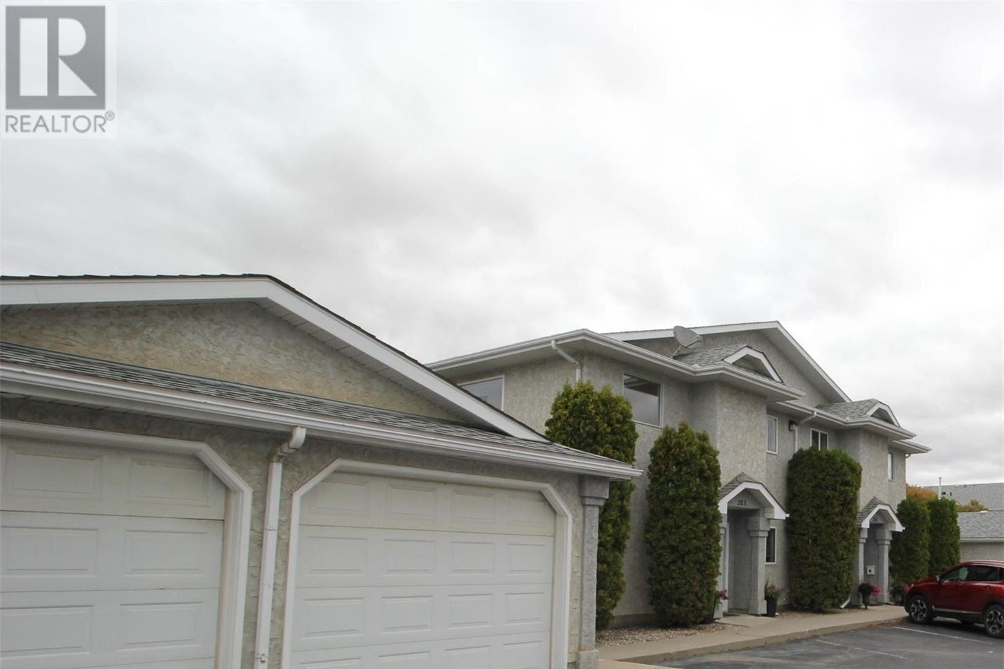 Townhouse for sale at 615 Perehudoff Cres Unit 207 Saskatoon Saskatchewan - MLS: SK830526