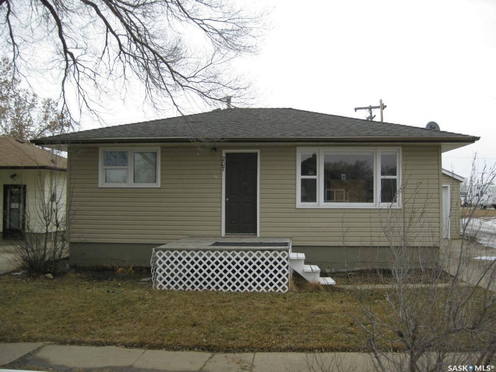 House for sale at 207 7th Ave W Rosetown Saskatchewan - MLS: SK777870
