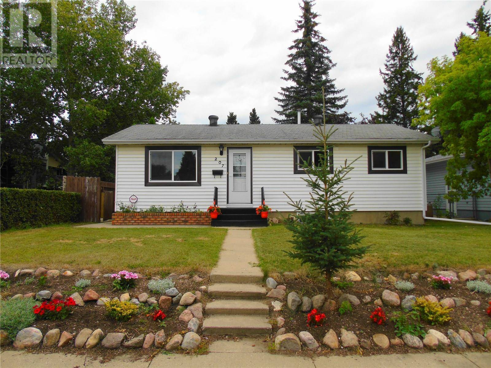 House for sale at 207 Evans St Saskatoon Saskatchewan - MLS: SK783395