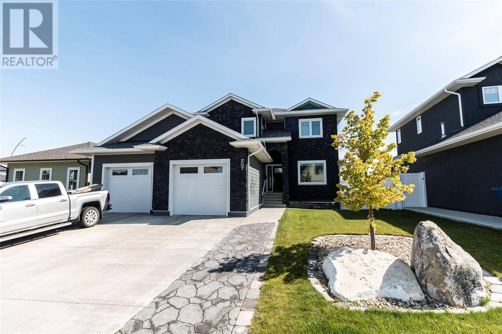House for sale at 207 Mahabir Ct Saskatoon Saskatchewan - MLS: SK784739