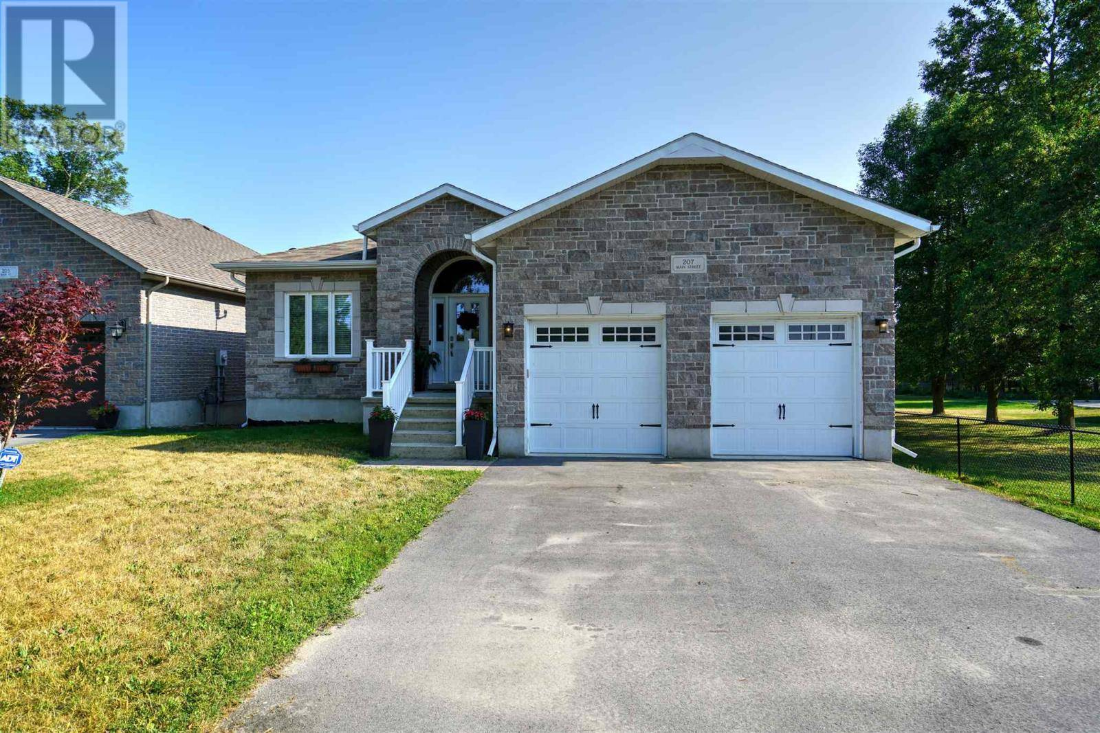 House for sale at 207 Main St Bath Ontario - MLS: K19005093