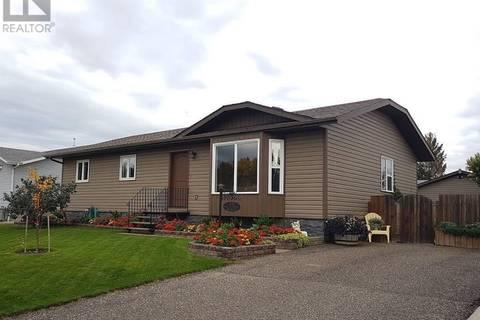 House for sale at 207 Maple St Outlook Saskatchewan - MLS: SK804109