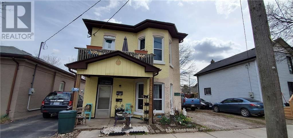Townhouse for sale at 207 Park Ave Brantford Ontario - MLS: 30802549