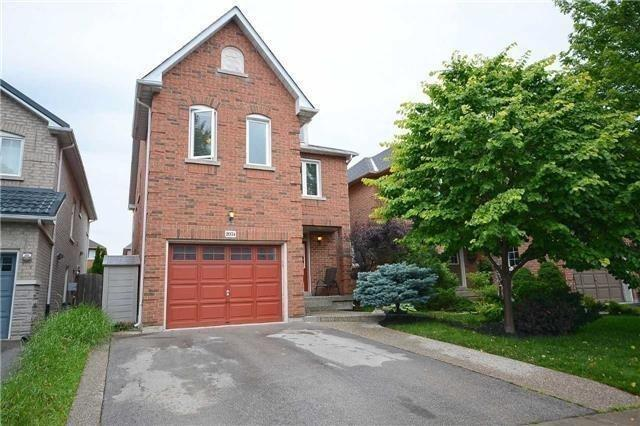 For Sale: 2074 Frontier Drive, Oakville, ON | 4 Bed, 4 Bath House for $899,000. See 20 photos!