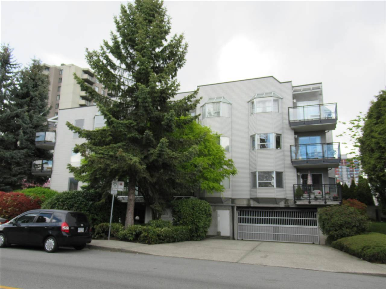 Buliding: 1550 Chesterfield Avenue, North Vancouver, BC