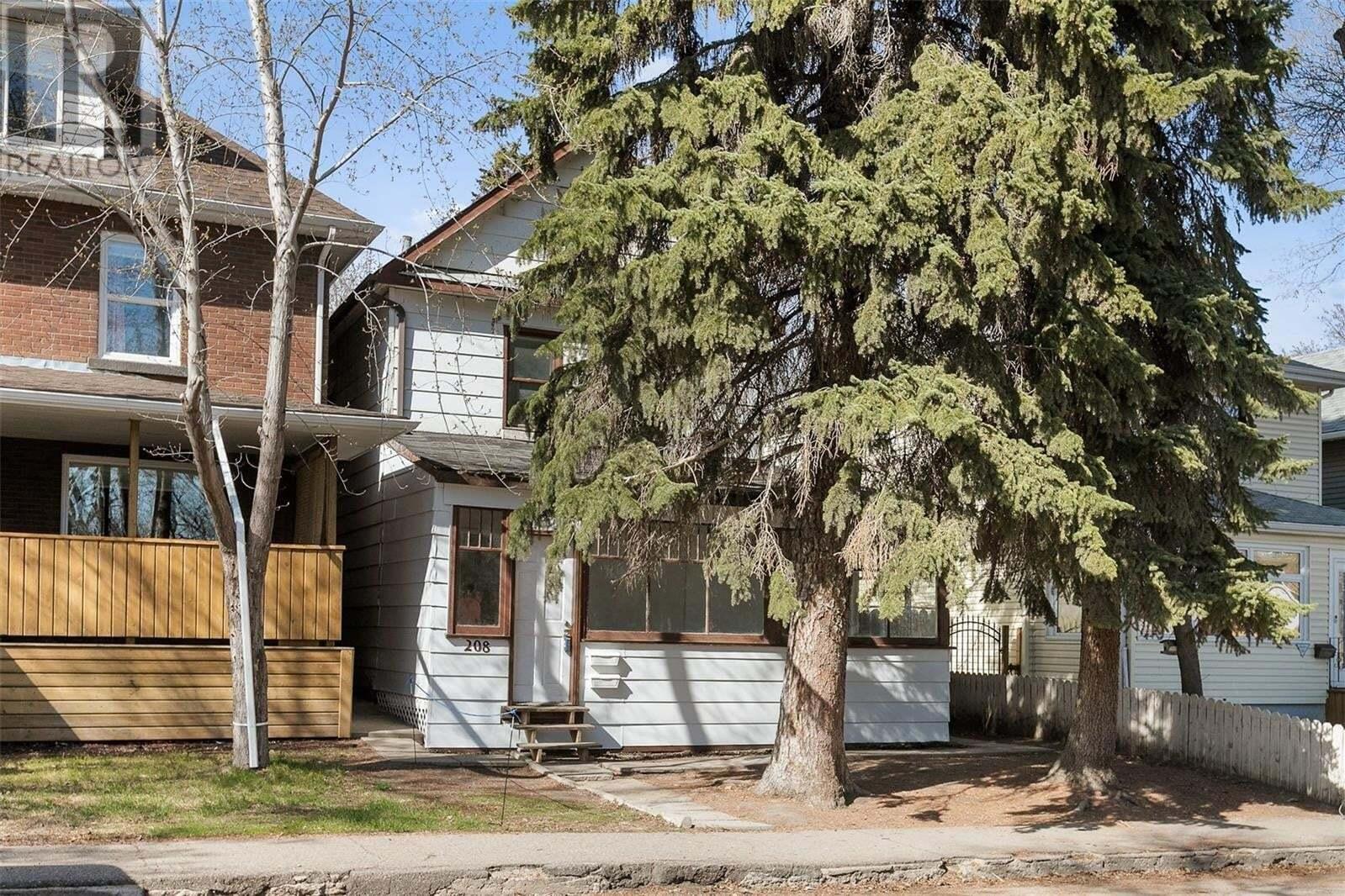 House for sale at 208 26th St W Saskatoon Saskatchewan - MLS: SK815498